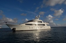 Motor yacht Dona Lola -  Main